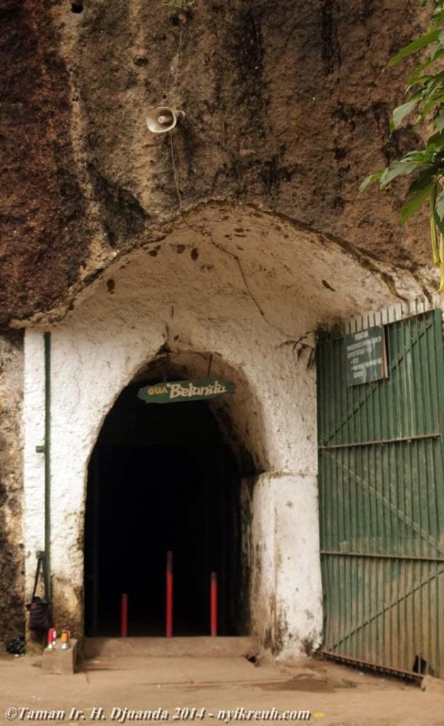 Pintu masuk Goa Belanda