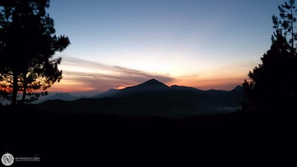 Sunrise di Gunung Jayagiri