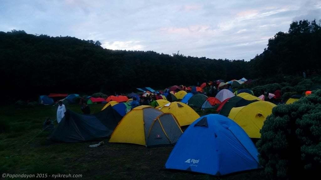 Deretan tenda di Pondok Saladah