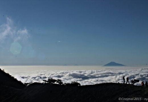 Samudera Awan di Puncak Gunung Ciremai 3078 MDPL