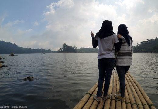 Pinggir danau situ patenggang