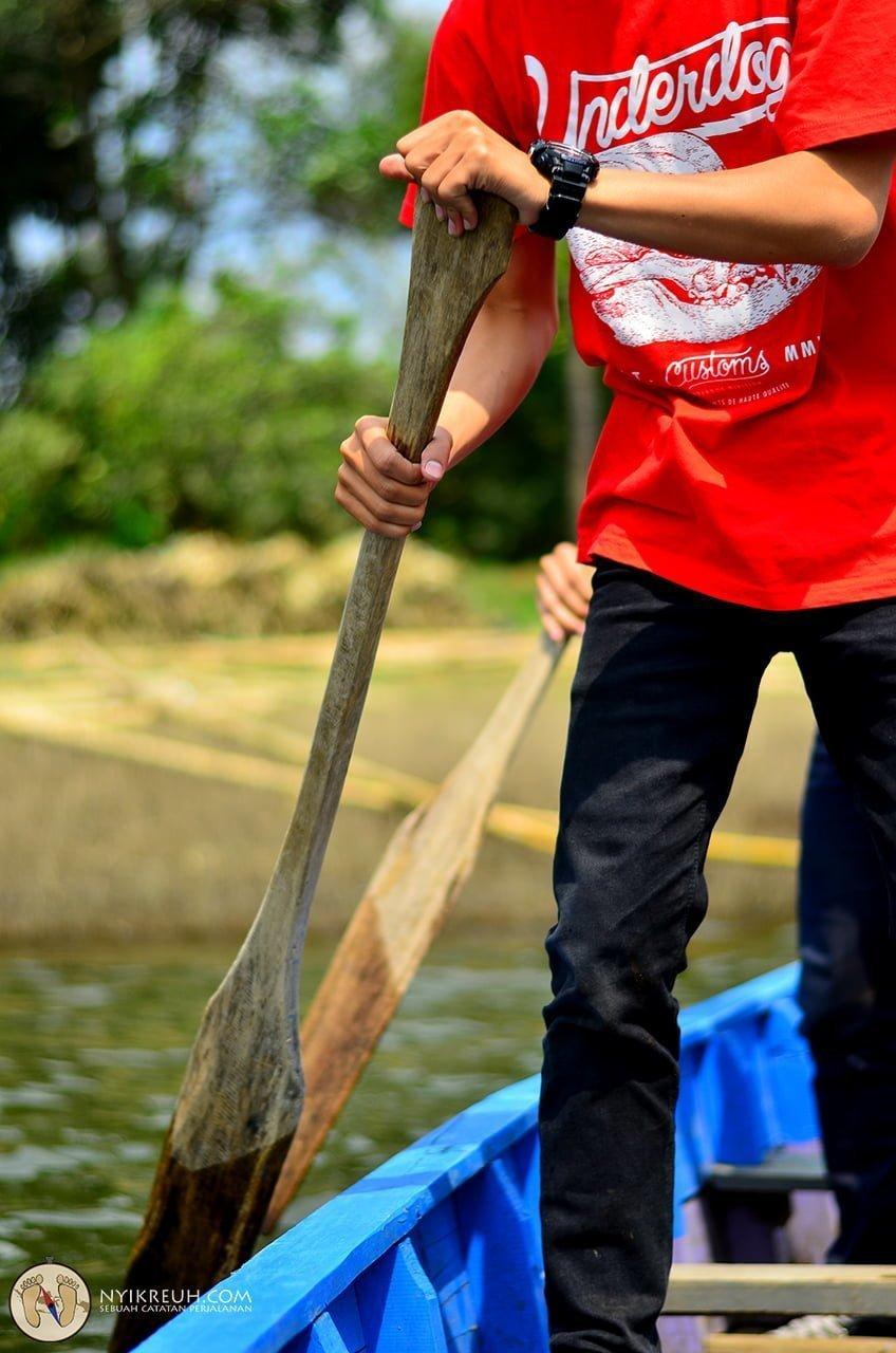 Mendayung Perahu Situ Cisanti