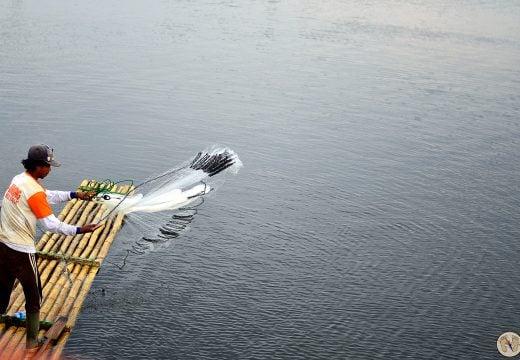 Nelayan Mencari Ikan
