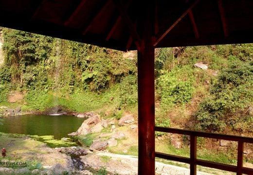Pemandangan curug dari saung