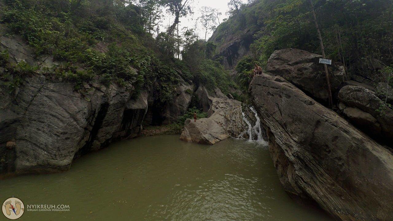 Tebing di Sanghyang Heuleut yang dipake buat lompat