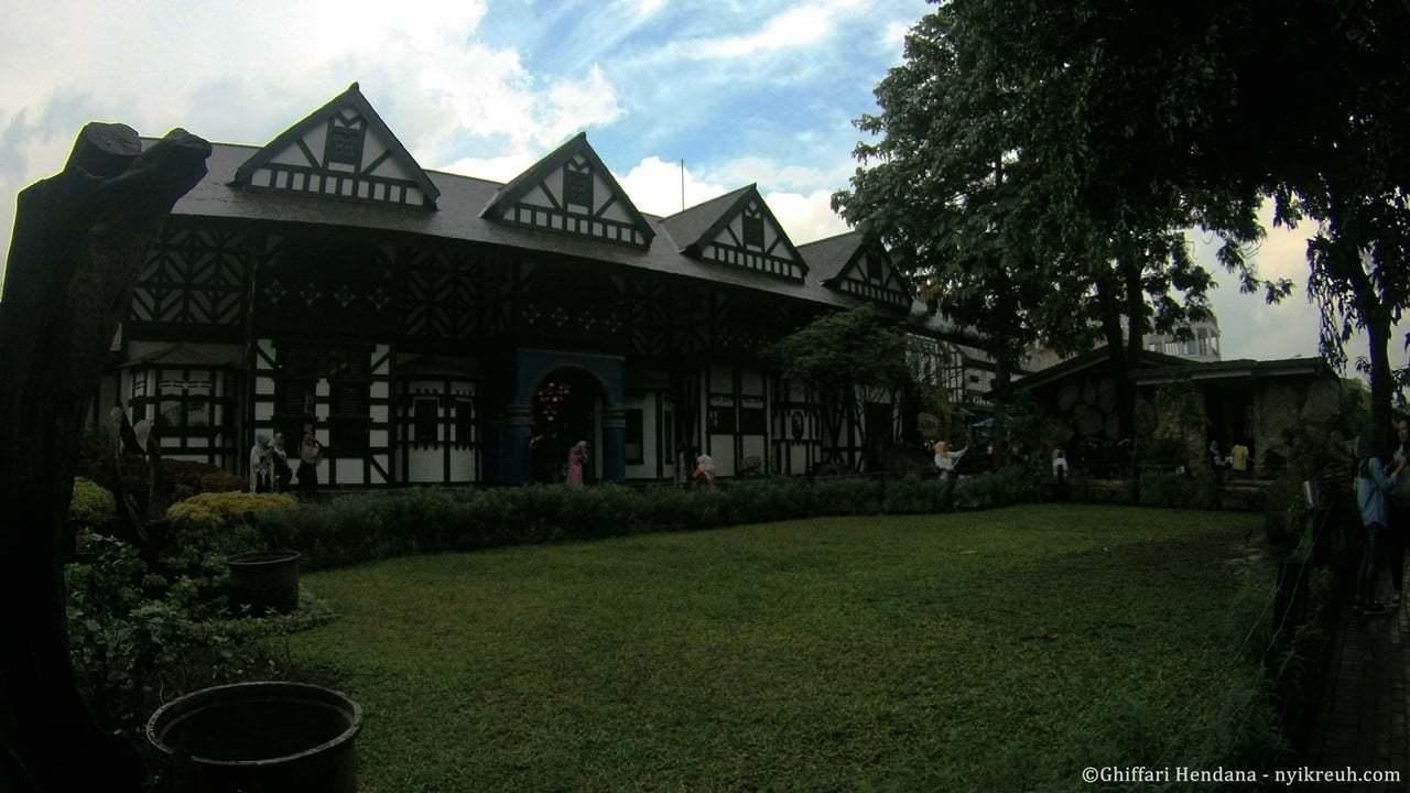 Bangunan Ala Eropa di Farmhouse