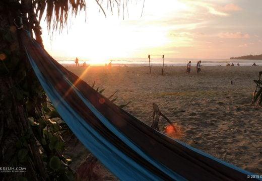 Hammock di Pinggir Pantai