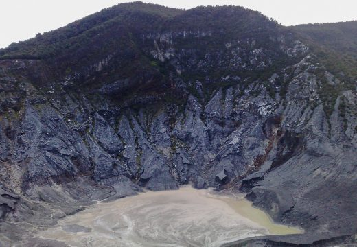 Kawah di Gunung Tangkuban Parahu