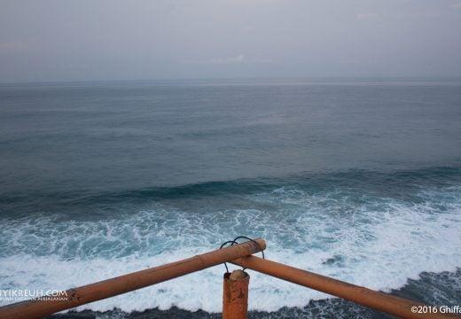 Lautan Lepas dilihat dari Tebing Tanjung