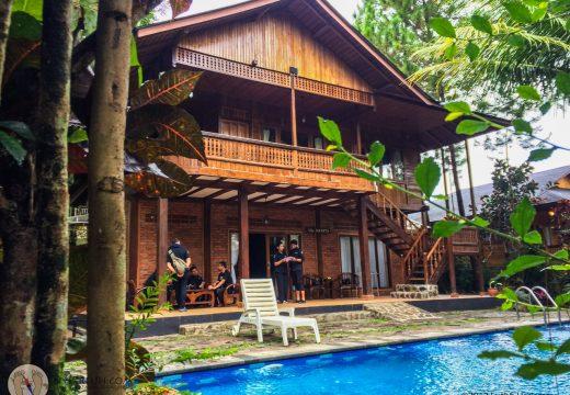 Kolam renang yang ada di Villa Jakarta