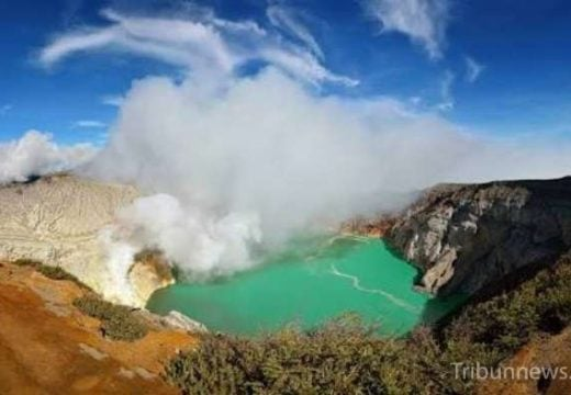 Gunung Ijen. Sumber: Tribun Jogja tribunnews.com