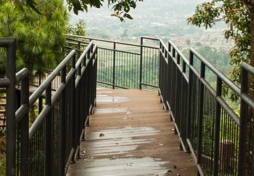 Jembatan tebing karaton