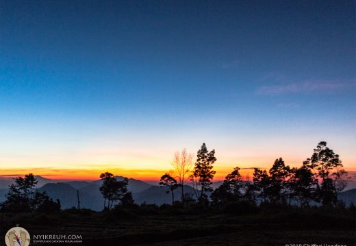 Sunrise di Puncak Sulibra Artapela