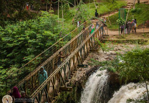 Curug Omas di Taman Hutan Raya Ir. H. Djuanda