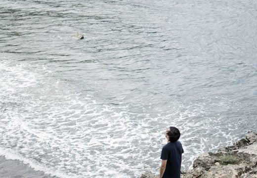 Menikmati Pantai Srau