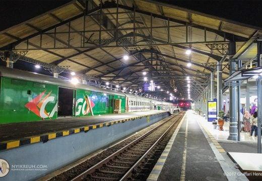 Stasiun Lempuyangan, Jogjakarta, saat dini hari