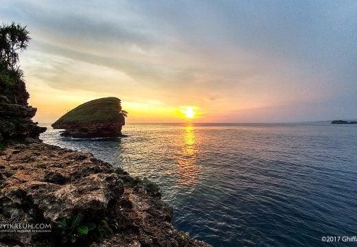 Sunset di pantai srau