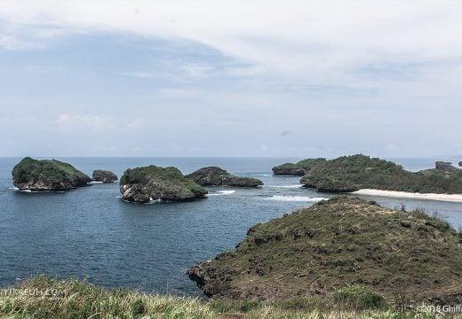 Puncak Bukit Pantai Kasap Pacitan