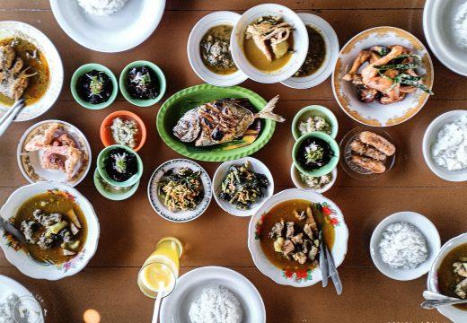 Makan-makan di Warung Nasi Hasan