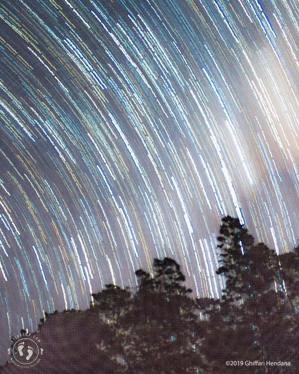 Efek Star Trails dengan Long Exposure