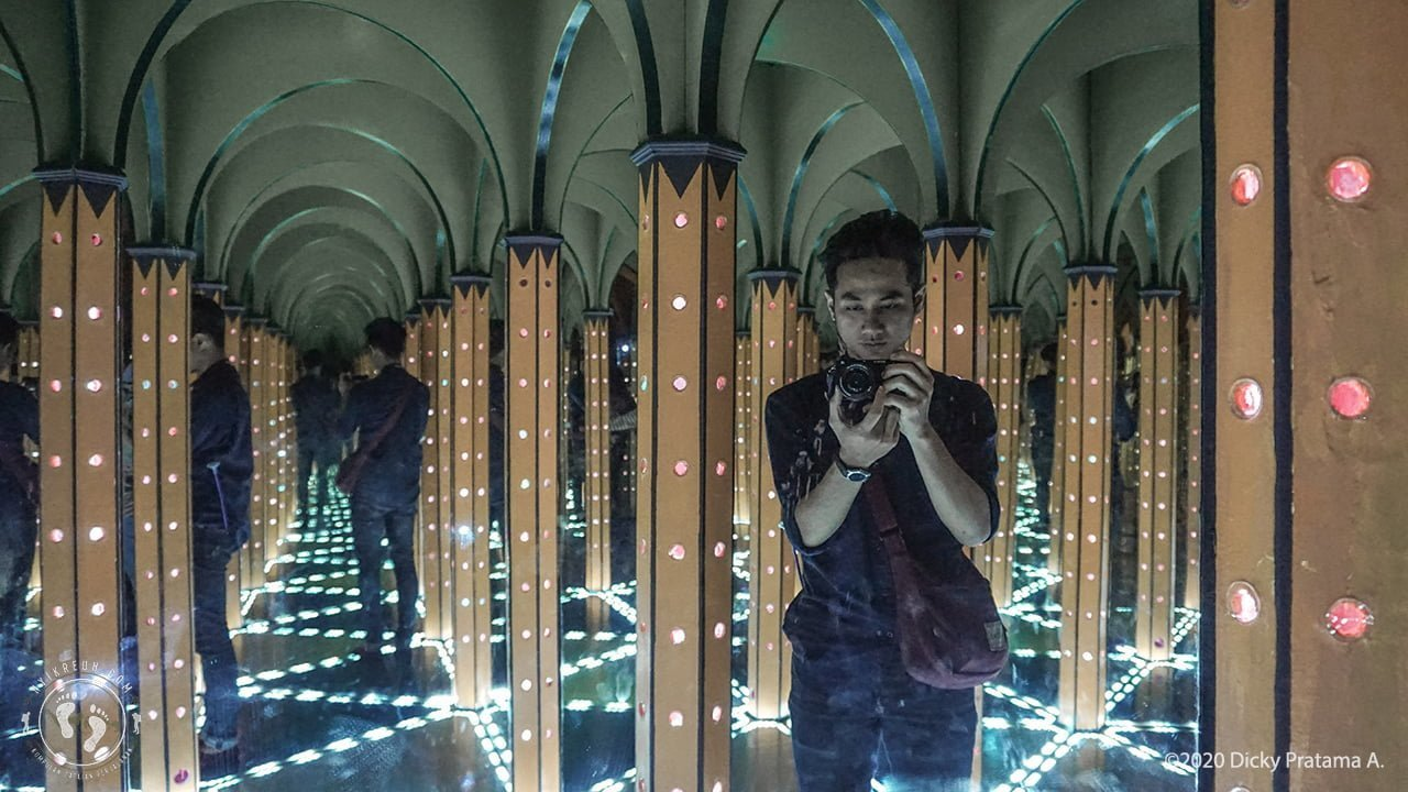 Mirror Maze Magic Art 3D Museum