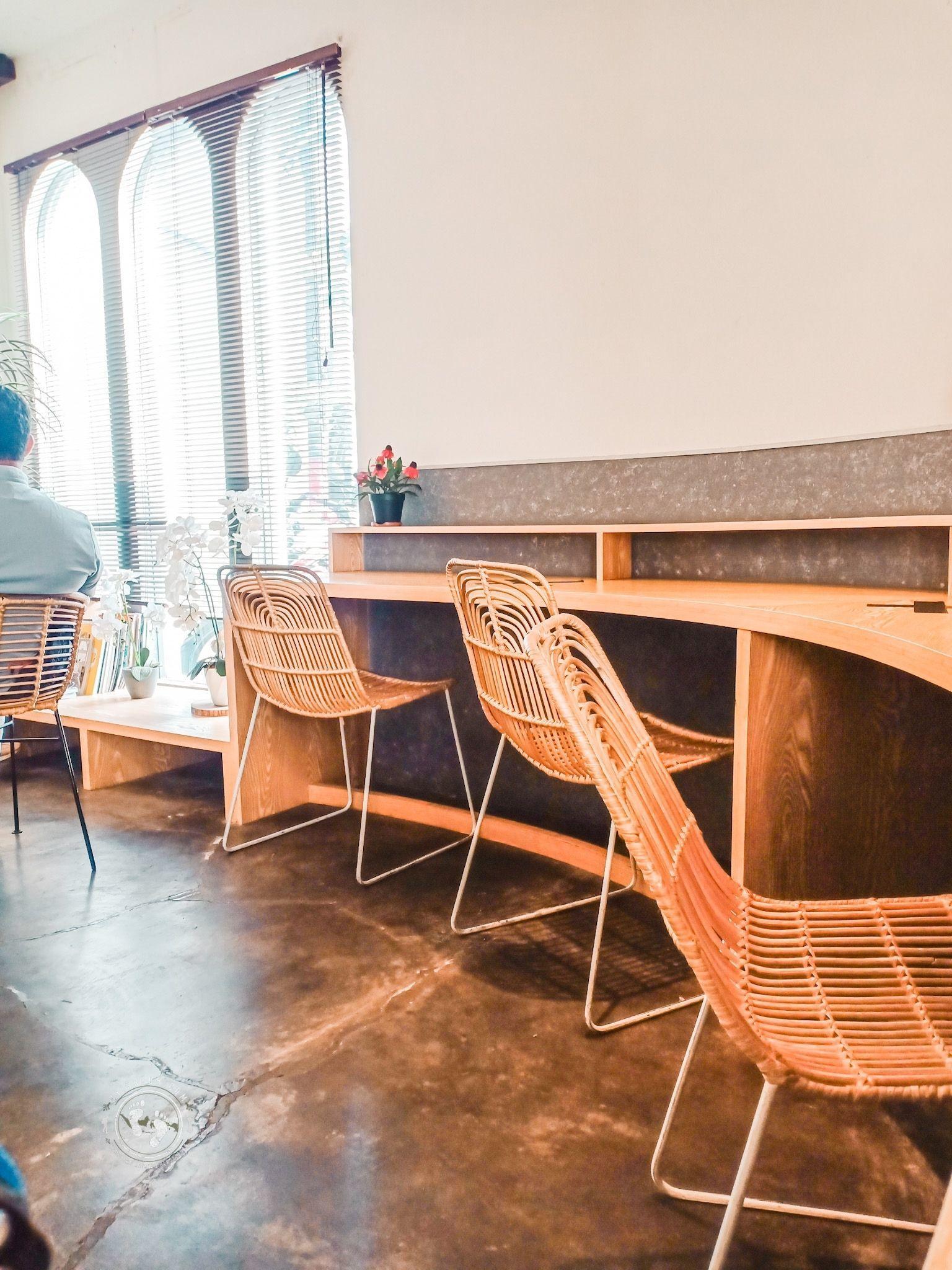 Desain Skandinavia di Sunyi Coffee