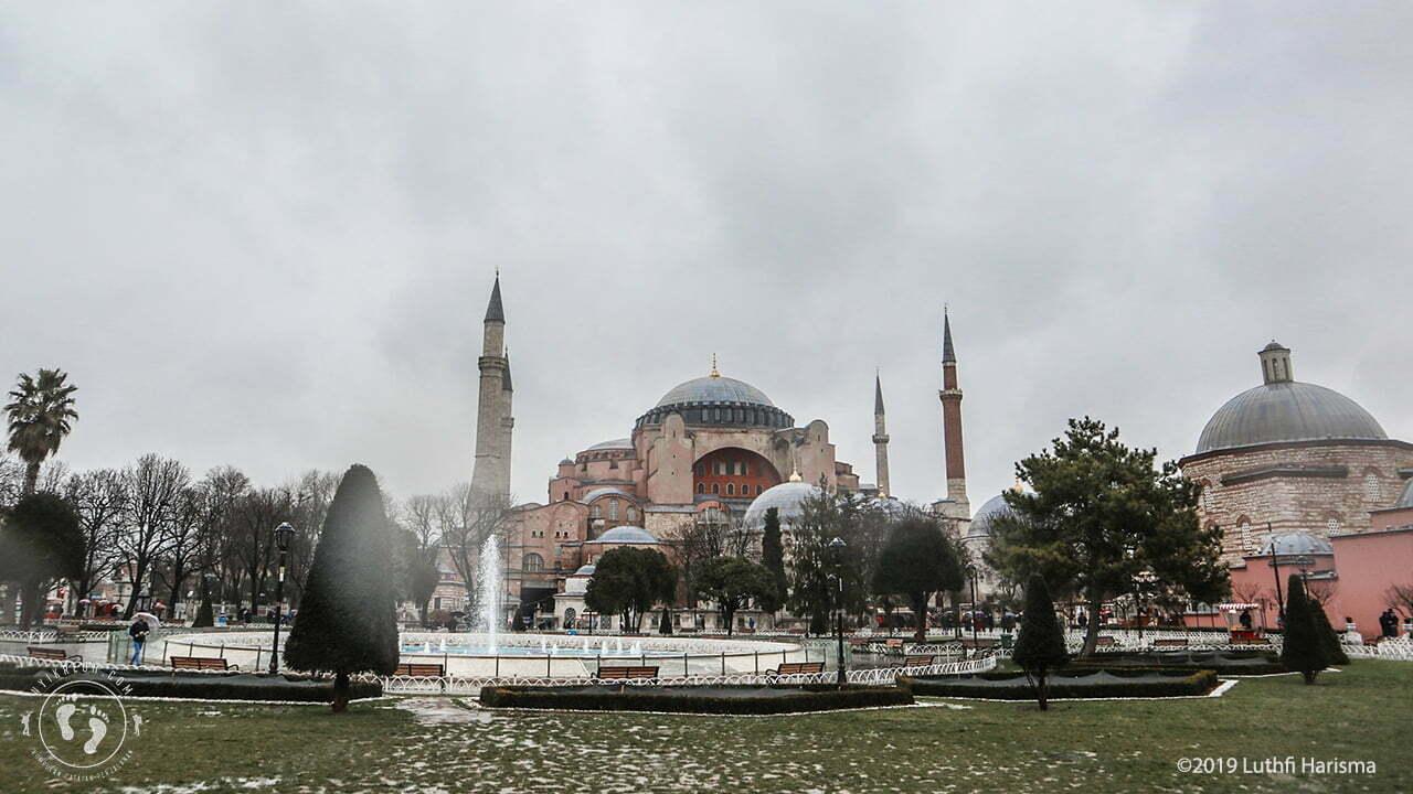Bagian luar Hagia Sophia