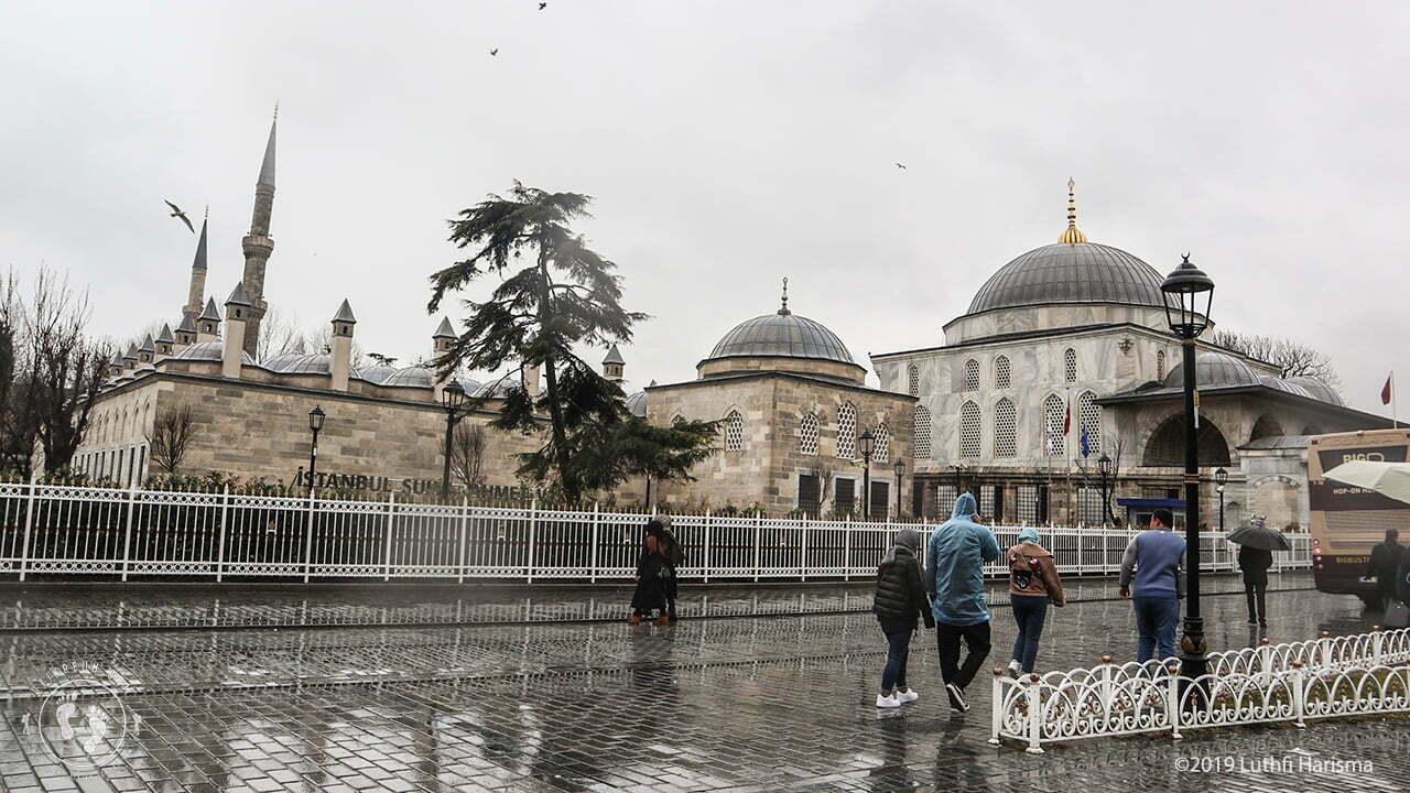 Halaman luar Hagia Sophia