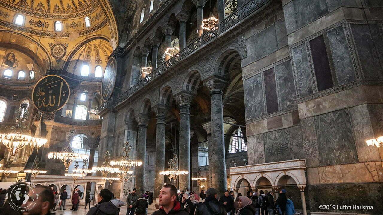 Pengunjung di Hagia Sophia
