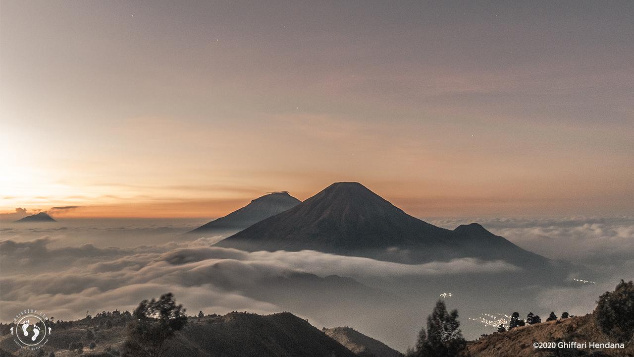 Sunrise di Gunung Prau
