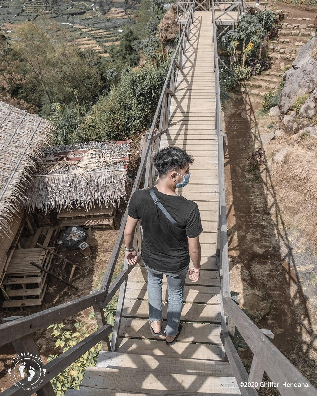 Bukit Batu Ratapan Angin, dekat Dieng Plateau