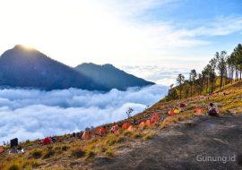 Bucket List dari Beberapa Gunung Favorit Pendaki di Indonesia