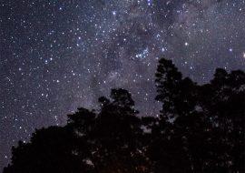 Malam Seribu Bintang di Puncak Sulibra (Gunung Artapela #1)