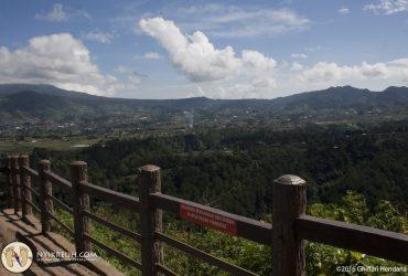 Pemandangan dari Atas Tebing Keraton Bandung