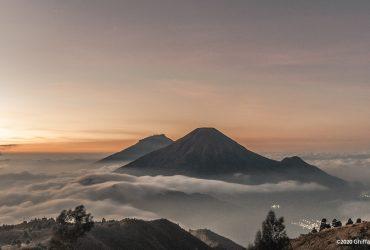 Gunung Prau, Matahari Terbit dan Lautan Awan #Dieng2020
