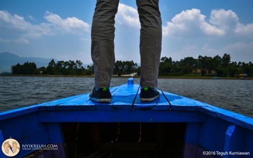 Berdiri di Perahu
