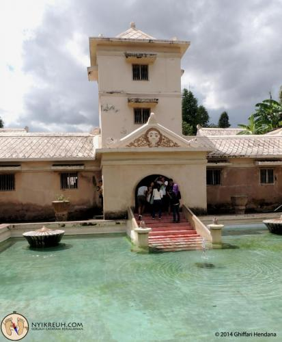 Kolam Tamansari