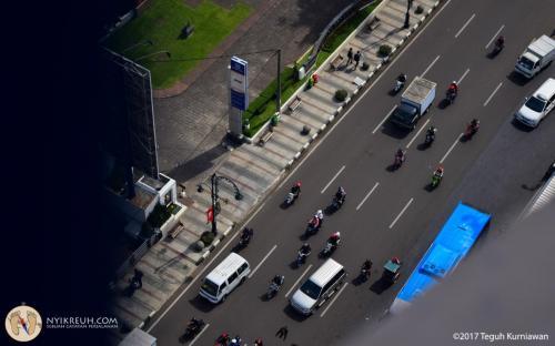 Kondisi jalanan di kota Bandung dari atas menara Masjid Agung